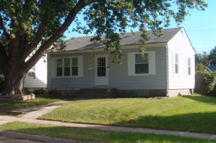 2607 Bellevue AvenueBettendorf, IowaRent to Own for $788 per month(including taxes & insurance) 2 Bedrooms,  1 Bathroom
