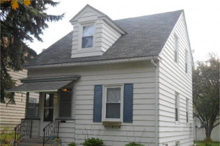 INSIDE PICTURES POSTED!!117 S. Elmwood AvenueDavenport, Iowa Rent to Own for $728 per month(including taxes & insurance)2 Bedrooms, 1 Bathroom, 2 Car Garage