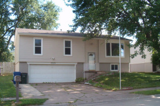 SALE PENDING!!3529 W. 30th StreetDavenport, Iowa Rent to Own for $1,096 per month (including taxes & insurance)3 Bedrooms, 2 Bathrooms, 2 Car Garage