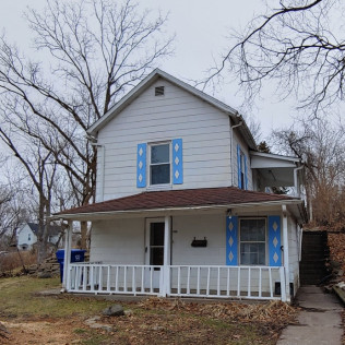 SALE PENDING1309 Esplanade AvenueDavenport, Iowa Contract Sale for $525 per month (including estimated taxes & insurance of $100)2 Bedrooms, 1 Bathroom, Contract Terms