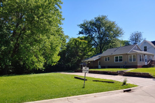DOUBLE LOT!!4425 16th AvenueRock Island, Illinois Rent to Own for $846 per month (including taxes & insurance)3 Bedrooms, 2 Bathrooms, Large Double Lot