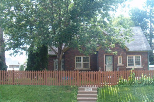 1906 Virginia AvenueDavenport, IowaRent to Own for $1,249 per month(including taxes & insurance) 3 Bedrooms, 1 & 3/4 Bathrooms