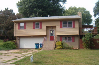 317 Walnut StreetLeClaire, IowaRent to Own for $1295 per month(including taxes & insurance) 3 Bedrooms, 1 and 1/2 Bathrooms